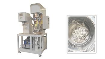 某大学教授来银燕工厂用实验室双行星搅拌机做物料试验